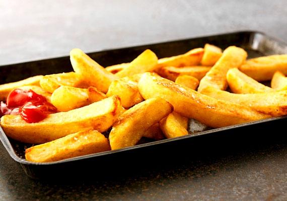 Az olajban sült ételek - a húsokhoz hasonlóan - nehezen emészthetőek. Ezért egy-két órával lefekvés előtt inkább hanyagold a sült krumplit.