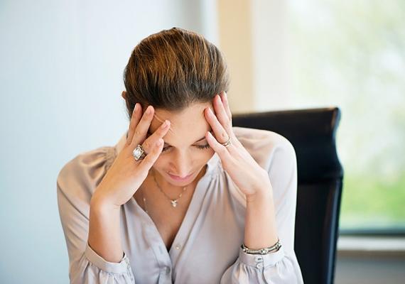 Ugyanez igaz a fej és a nyak átmasszírozására, de akár a kezeden lévő akupunktúrás pont nyomásával is csökkentheted az idegességet. Itt olvashatsz róla bővebben!