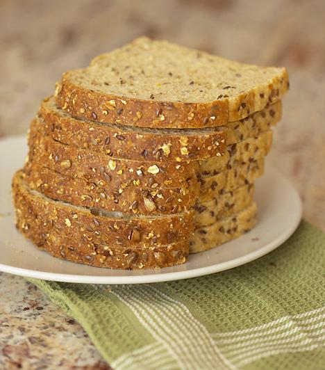 Teljes kiőrlésű gabona A teljes kiőrlésű gabona serkenti az emésztést és megkönnyíti a székelést. Fogyassz reggelire müzlit, – élőflórás joghurttal vagy tejjel – egyél teljes kiőrlésű gabonából készült kenyeret. Arra azonban ügyelj, hogy csak folyamatosan növeld a rostbevitelt, így elkerülheted a puffadást.