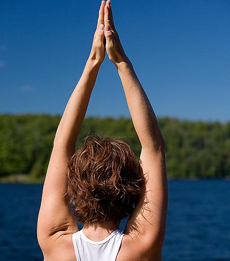 Stresszoldás Egyeseknél fokozottabb bélműködést, míg másoknál épp ellenkezőleg: székrekedést okoz a stressz. Lehetetlen minden feszültséget kiiktatnod az életedből, így meg kell tanulnod, hogyan oldhatod fel a mindennapi stresszt. Ehhez kitűnő lehetőség lehet a jóga vagy a relaxálás.  Kapcsolódó cikk: 7 hatásos megoldás székrekedésre »