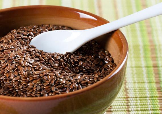 A lenmag nem csupán magas rosttartalma - 30 gramm/100 gramm - miatt segíti az anyagcsere-folyamatokat. Felszínén az emésztés során képződő nyálka is serkenti a belek működését. Napi egy teáskanállal nyugodtan beletehetsz a müzlidbe vagy a joghurtodba. Tudj meg többet róla!