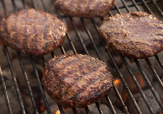 A feldolgozott húsok, például a gyorséttermek húspogácsái szintén nem segítik elő az anyagcsere-folyamatok megfelelő szinten tartását. Nem mellékesen pedig rákkeltő vegyületeket tartalmazhatnak.