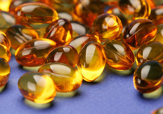 Egy halolajkapszula tartalmát kend a szemölcsre, majd finoman dörzsöld be vele - naponta ismételd meg a műveletet. A halolaj A-vitamin-tartalmának köszönhetően segíti a bőr gyógyulását és a szemölcs eltűnését. Néhány hetes kezelés lehet szükséges - fiatalabb szemölcsök esetén gyorsabb a gyógyulás.
