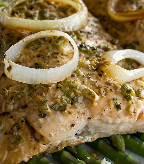 Hal A sok omega-3 zsírsavat tartalmazó zsíros húsú halak – a lazac, a tonhal, a hering, a makréla, a szardínia vagy a pisztráng – a szív számára jótékony hatású fehérjéket tartalmaznak. Ezenkívül gazdag vitamin- és ásványianyag-források is. Kapcsolódó cikk: Hússal az egészségedért? »