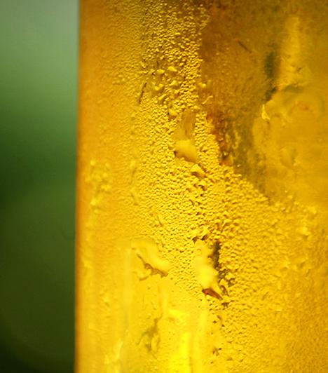 Sör Az aranyló folyadék segít a káros LDL-koleszterin szintjének mérséklésében, minek köszönhetően napi egy pohár sör 50%-kal csökkenti a szív- és érrendszeri megbetegedések kockázatát. Ezenkívül antioxidáns tulajdonságokkal is bír.  Kapcsolódó cikk: 3 károsnak hitt, rákmegelőző táplálék »