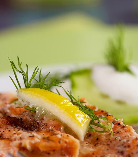 Hal                         Igyekezz hetente legalább egyszer-kétszer halat enni. A friss tonhal, a lazac, a szardínia és a makréla a legjobb választás, hiszen az agy megfelelő működéséhez szükséges omega-3 zsírsavat tartalmazzák. Fogyasztásukkal elkerülheted a szezonális depresszió kialakulását.