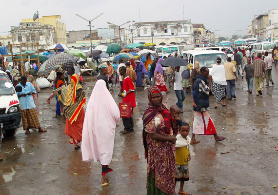 Dzsibuti Kelet-Afrikában, az Ádeni-öbölnél helyezkedik el. Az országban a születéskor várható átlagos élettartam 43,37 év, az írástudatlanság több mint 50%-os, a szociális ellátottság szegényes. A fejletlen agrárország lakói több mint 40 évvel élnek rövidebb ideig, mint a Japánban.
