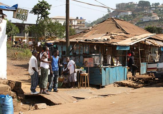 A nyugat-afrikai Sierra Leonéban a születéskor várható átlagos élettartam - tavalyi adatok szerint - 41,24 év. Ennek oka elsősorban az általános alultápláltság és a rengeteg HIV-fertőzött.