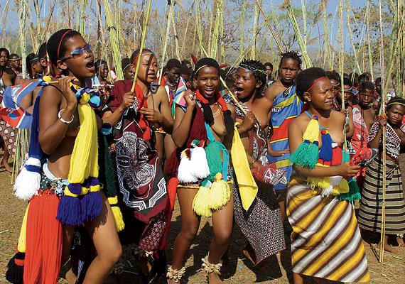 Szváziföldön a születéskor várható átlagos élettartam 31,88 év. A legkisebb dél-afrikai államban elsősorban az AIDS és a TBC tizedeli a lakosságot. Egy ENSZ-jelentés szerint mindennek ellenére a férfiak 60%-a továbbra sem használ óvszert.