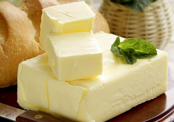 Ahhoz, hogy az A-vitamin kifejtse hatását, fontos, hogy az étrendedben zsiradék is legyen: a vaj például, ami maga is A-vitamin-forrás, kiválóan alkalmas betölteni ezt a szerepet.