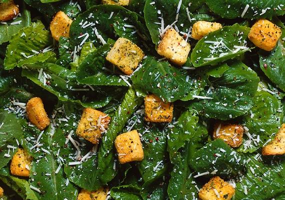 A spenót kisimítja és ragyogóvá teszi a bőrt. Párolt formában akár tojással, illetve salátaként is fogyaszthatod.
