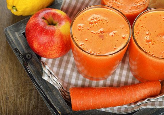 Almás-répás reggeli turmixA vitamindús alma immunerősítő flavonoidokban gazdag, emésztéssegítő, és a cukorbetegség megelőzésében is hatásos. A répa béta-karotinban bővelkedik, jót tesz a szemnek, és rákellenes hatású is. Az alma és a répa kölcsönhatásba lépve felerősítik egymás hatását.Hozzávalók: 2 alma, 3 sárgarépa, 1/2 citrom leve, 1 evőkanál méz.A megmosott, meghámozott zöldséget és gyümölcsöt a többi hozzávalóval öntsd a turmixba, mixeld, és kész is! Gyönyörű színe révén nem igényel plusz díszítést, de színes szívószállal, formára vágott répával, almával tetszetősebbé is teheted.