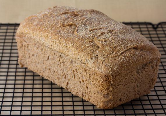 Két szelet teljes kiőrlésű kenyér körülbelül 300 milligramm kalciumot tartalmaz. Ha a gyerek ezzel indítja a napot, már az ajánlott mennyiség felét bevitte a szervezetébe.