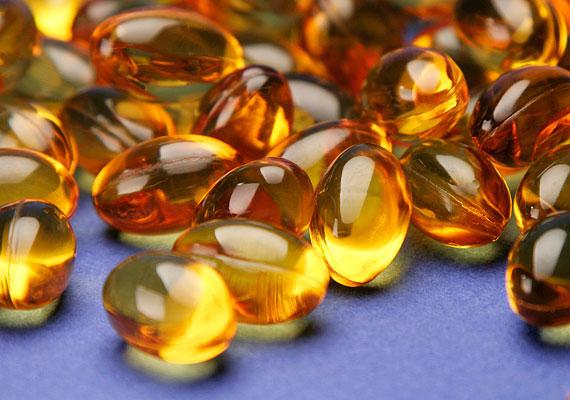 E-vitamin                         Az E-vitamin viszonylag gyorsan kiürül a szervezetből, és egyébként is elég nehéz túladagolni, azonban néhány betegség fennállása esetén könnyen problémát okozhat a túl sok E-vitamin fogyasztása. Ha cukorbeteg vagy, vagy a vérnyomásod túl magas, vagy a pajzsmirigyed túlságos aktivitást mutat, akkor ügyelj a napi E-vitamin-szükségletedre, és ne lépd túl azt. Az ajánlott napi mennyiség nőknél 8, férfiaknál 10 milligramm.
