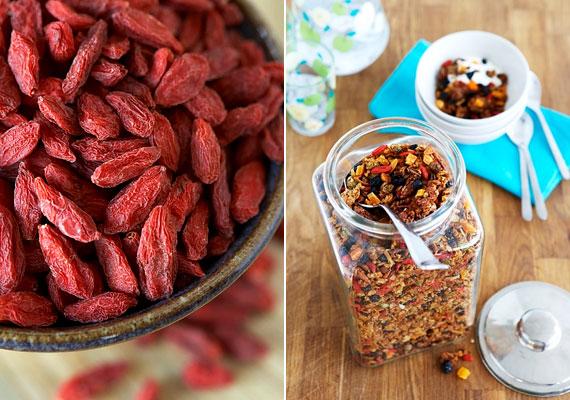 A goji bogyó a magyarul ördögcérnának nevezett növény - Lycium Barbarum - gyümölcse. C-vitamin-tartalmáról egyelőre különböző adatokat közöl a szakirodalom, de az biztos, hogy 100 g-jában legalább 150 mg van. Elsősorban szárított gyümölcs, illetve tea formájában fogyaszthatod.