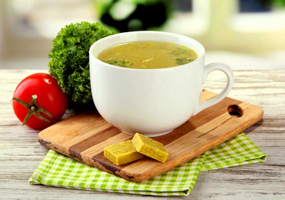 A porleveseket, leveskockából készült leveseket mindenki beveti olykor-olykor egyszerűségük miatt. Ha azonban lisztérzékeny vagy, csak olyan terméket válassz ezek közül, melynek csomagolásán látod az áthúzott búzakalászt - a gluténmentes termékek jelölését.