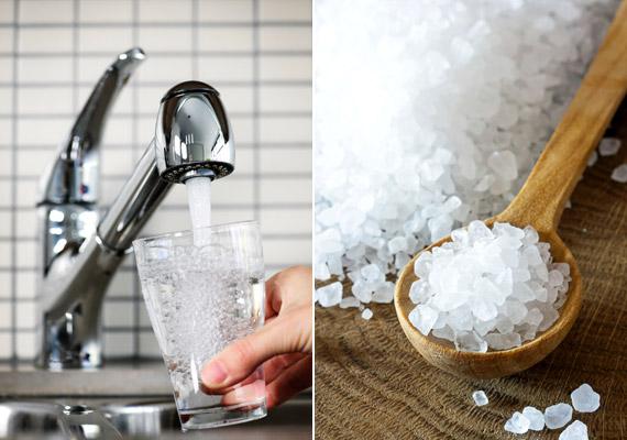 Néha a legegyszerűbb megoldások a leghatékonyabbak: adj körülbelül fél teáskanál tengeri sót egy pohár langyos vízhez, majd keverd fel. Gargalizálj ezzel a fertőtlenítő hatású keverékkel naponta többször. A sós víz az orrdugulásos panaszokat is enyhítheti.