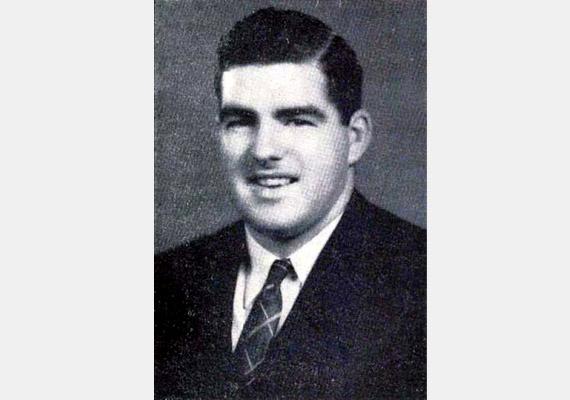 Harry K. Daghlian, Jr. (1921-1945) fiatal örmény-amerikai fizikus az Új-Mexikó hegyei között fekvő fennsíkon, Los Alamosban dolgozott számos más tudóssal az atombomba megalkotásán. Halálát fokozott sugárterhelés okozta, amit akkor kapott, amikor wolframtéglát ejtett egy 6,2 kilogrammos plutóniummagra.