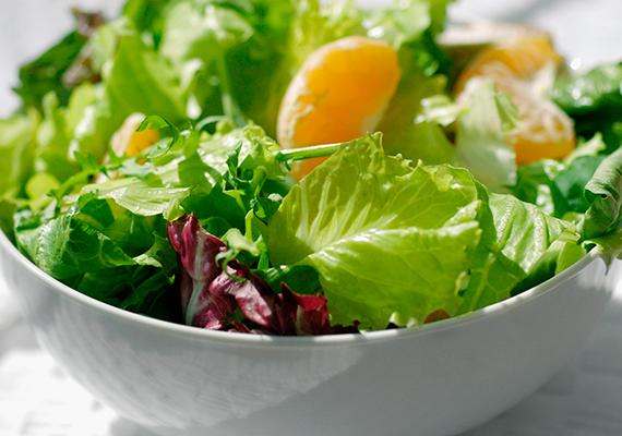 Mindezekkel szemben, ha valaki nyers zöldségekben, gyümölcsökben gazdagon, rostdúsan táplálkozik, jelentős mértékben csökkenheti a vakbélgyulladás kialakulásának valószínűségét. Fontos azonban - csakúgy, mint bármely más esetben -, hogy alaposan rágd meg az ételeket, ezzel is csökkentve a kockázatot.