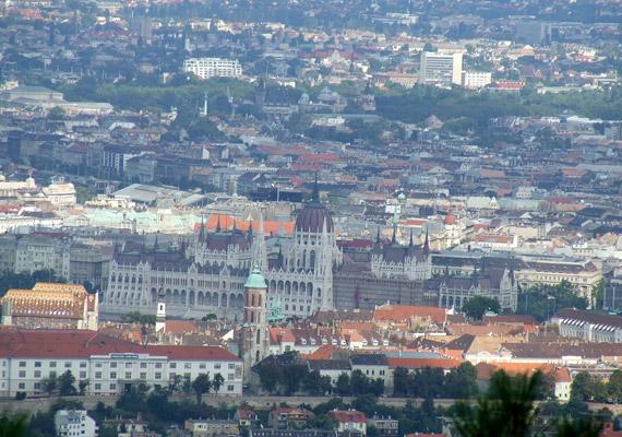 Fővárosunk levegőminőségét a tavalyi évben szennyezettnek értékelték a szakértők. Más nagyvárosokhoz hasonlóan a levegő szén-monoxid-tartalmának 80%-a Budapesten is belsőégésű motoroktól származik.