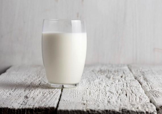 Nem ajánlott tejjel bevenned a vastablettát, illetve a bevétele környékén tejterméket fogyasztani. A tejfehérje ugyanis akadályozza a felszívódását.