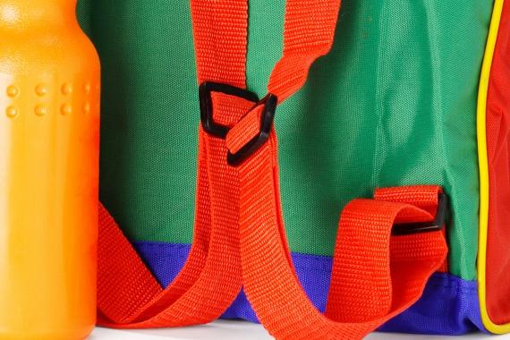 A műanyag hátizsákokat szintén érdemes kerülni, egyes termékek ugyanis nagy mennyiségben tartalmazhatnak ftalátokat, illetve klór is lehet bennük.