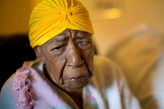Susannah Mushatt Jones 1899-ben született az amerikai Alabama államban, hosszú életéhez pedig talán szerencsés génjeinek is köze lehet, ugyanis már nagyanyja is hasonlóan szép életkort ért meg. Susannah egész életében keményen dolgozott, akár a földeken való munkavégzésről, akár a gazdag családok gyermekeinek felügyeletéről volt szó. Bár saját gyermeke nem született, nagyon sok unokahúgot és unokaöcsöt tudhat a magáénak, akiknek mindig is annyit segített, amennyit csak tudott. Bár az idős hölgy már nem lát, nem is hall túl jól, kerekesszéket használ, és egyszerre már nem beszél túl sokat, korához képest jó egészségnek örvend, csupán magas vérnyomás elleni gyógyszert, illetve multivitamint szed.