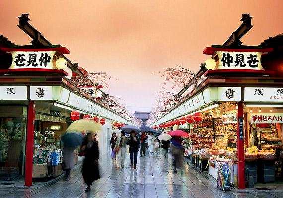 A Föld leghosszabb életű lakóinak már 25 éve a japán nők számítanak. Kiváló egészségük oka dióhéjban: mértéktartó táplálkozás, egészséges étrend és családcentrikusság. Korábbi cikkünkben bővebben olvashatsz a témáról.