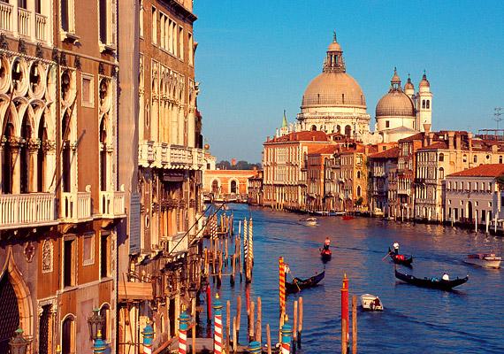 Olaszországban nagy hagyománya van a minőségi borok, a friss zöldségek, gyümölcsök, valamint az olívaolaj fogyasztásának. Az olaszok egészségének titka az étrend mellett vélhetően a családcentrikusságban is keresendő.