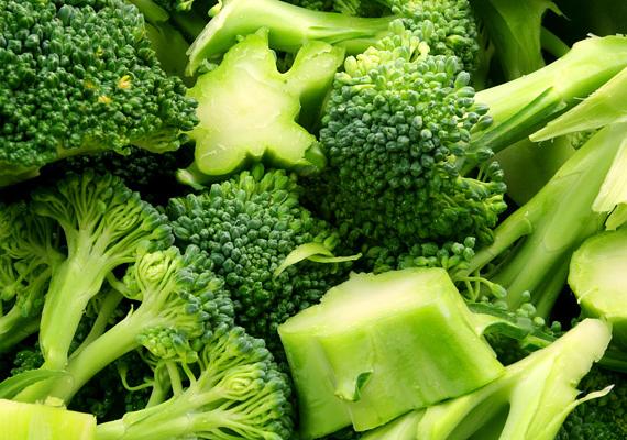 A brokkolit az egyik leghatékonyabb rákmegelőző zöldségként tartják számon, különös tekintettel az emésztőrendszeri daganatok kialakulásának kockázatát csökkentő hatására. Ha ide kattintasz, többet is megtudhatsz róla.