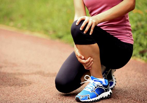 Az optimális mennyiségű folyadékfogyasztás az ízületek egészségéhez - az ízületi folyadék révén - is elengedhetetlen, hiányában előfordulhat, hogy minden más ok nélkül ízületi fájdalmakat tapasztalsz.