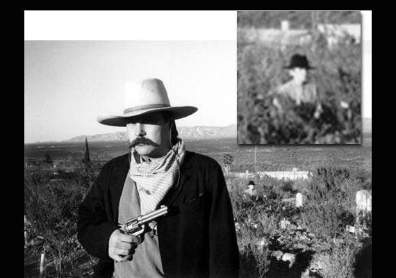 A képet Terry Ike Clanton színész készítette egy barátjáról. Azt állítja, amikor a kép készült, még nem volt senki a férfi mögött.