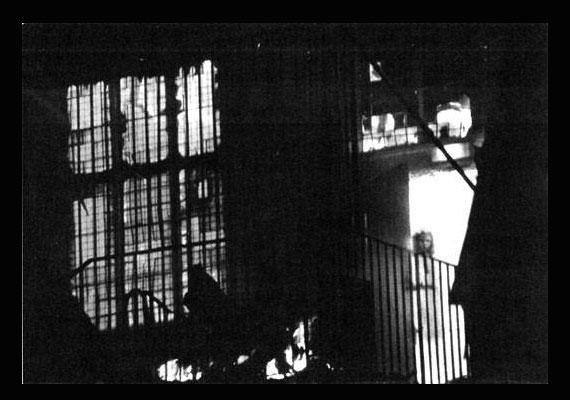 1995-ben, amikor kigyulladt az angliai Wem Town Hall, többen is összegyűltek, hogy figyeljék a lángokat. Egyikük, Tony O'Rahilly fotót is készített a lángokban álló házról, melyen egy kislány alakja jelent meg.