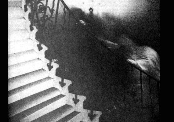 A fotót Ralph Hardy tisztelendő készítette 1966-ban a londoni Nemzeti Tengerészeti Múzeumban, ahol több furcsa jelenséget is tapasztaltak.