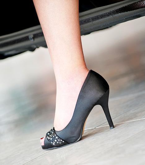 Bal láb                         A bal láb kitüntetett szerepet kap a babonákban, nemcsak akkor vár szerencsétlenség, ha bal lábbal kelsz, de akkor is, ha erre a lábadra veszed fel először a cipőt.