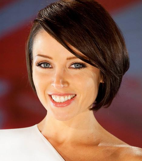 Danii Minouge Kylie Minouge húga 1971-ben született Melbourne-ben. Már gyerekkorában játszott reklámfilmekben, 1984-től pedig az ausztráliai tinisorozatban, a Young Talent Time-ban szerepelt. A műsor hihetetlen sikert aratott.  Kapcsolódó hír: Kiderült! Pénzért vállalta a Playboy-fotózást Dannii Minogue »