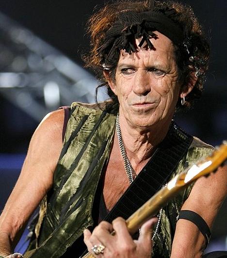 Keith Richards  1943-ban született a Kecske jegyében. Saját bevallása szerint csak akkor betegszik meg, ha leáll a drogokkal. A legendás zenészt 2003-ban a Rolling Stone magazin A világ 100 legjobb gitárosa című számában tizediknek választotta meg.