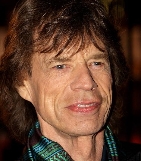 Mick Jagger Az élő rocklegenda 19 évesen már énekesként lépett fel. A későbbi, 1962- ben megalakított Rolling Stones zenekar többi tagjához hasonlóan soha nem tanult zenét, még kottát olvasni sem tudott. 1943-ban született a Kecske jegyében. Kapcsolódó hír: Félmeztelenül pózolt Mick Jagger 17 éves lánya »
