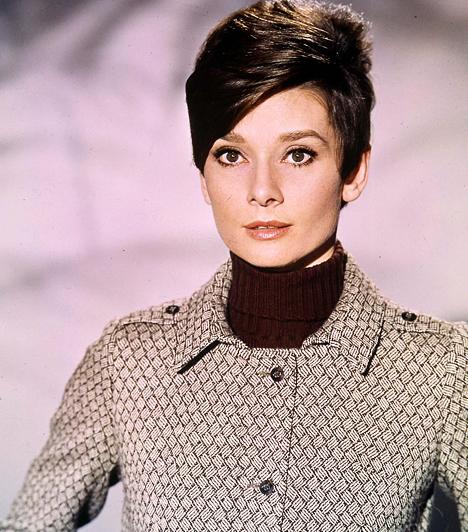 Audrey Hepburn  A legendásan szép színésznő, a My Fair Lady bájos Elizája, 1929-ben született Brüsszelben. Első főszerepéért a Római vakációban mindjárt meg is kapta az Oscar-díjat. Filmes karrierje után az UNICEF utazó nagyköveti feladata töltötte ki az életét, egészen 1993-ban bekövetkezett haláláig.  Kapcsolódó cikk: Ezt hozza a Kígyó éve »