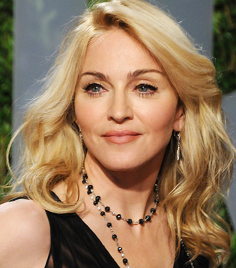Madonna Az 1958-as születésű popdíva Guy Ritchie-vel történt válása óta csak úgy falja a fiatal fiúkat. A 23 éves brazil modell, Jesus Luz után a 24 éves spanyol modell, Jon Kortajarena oldalán vigasztalódott. Kapcsolódó hír: Madonna, ahogy még te sem ismernél rá »