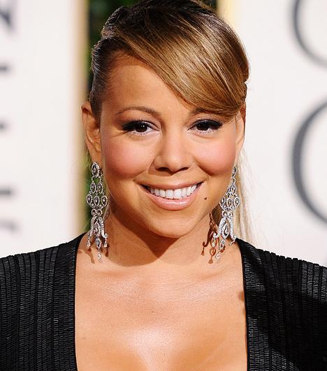 Mariah Carey Az 1970-es születésű énekesnő első lemeze 1990-ben jelent meg a Columbia Recordsnál. Tehetségéről sokat elárul, hogy ő volt az első női előadóművész, akinek első öt kislemeze mind vezette a Billboard Hot 100 slágerlistáját. Kapcsolódó hír: Fotók! Túl merész ruhát húzott az Oscarra Mariah Carey »