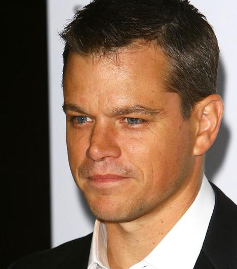Matt Damon A Bourne-trilógia sztárja 1970-ben született a Kutya jegyében. 2003-ban a Túl közeli rokon című vígjáték forgatása alatt ismerkedett meg a Crobar nevű éjszakai klubban csaposként dolgozó Luciana Barrosóval. Azóta nem csak boldog férj, de kétgyermekes családapa is.  Kapcsolódó cikk: 5 színész, aki hétköznapi nőt vett feleségül »