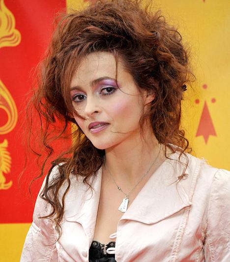 Helena Bonham Carter Az egyébként csinos Oscar-díjas színésznőt pályája során számos bizarr szerep találta már meg. Így például ő volt a Harcosok klubja című filmben Marla vagy a Harry Potter-széria Bellatrixe. 1966-ban született a Ló jegyében.Kapcsolód cikk:Hollywood legszörnyűbb szemöldökei »