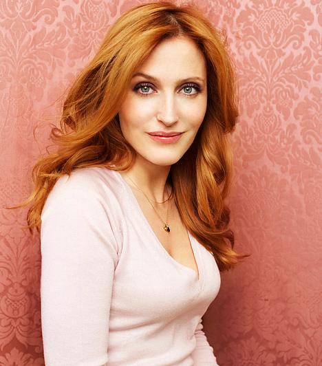 Gillian Anderson  Az 1968-as születésű színésznőt a magyar közönség az X-akták című sorozat hűvös ügynöknőjeként ismerhette meg. Az Emmy- és Golden Globe-díjas amerikai színésznő legutóbb a 2008-as Hogy veszítsük el barátainkat és idegenítsük el az embereket? című angol vígjátékban szerepelt.  Kapcsolódó hír: XXX-Akták: Playboy nyuszi Scully szerepében? »