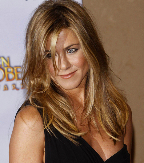 Jennifer Aniston Az 1969-es születésű színésznő a Guinness Rekordok Könyvébe is bekerült azzal, hogy a legjobban fizetett sorozatszínésznő lett 2005-ben. A Jóbarátok című sorozatban ugyanis egymillió dollárt kapott epizódonként az utolsó két évadban. Kapcsolódó hír: Pucér keblekkel pózolt a 40 éves Jennifer Aniston »