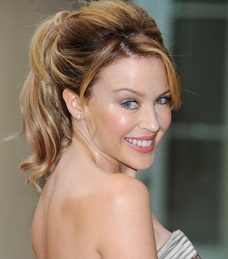 Kylie Minogue Karrierje 12 évesen kezdődött, amikor kisebb szerepeket kapott a The Sullivans és a Skyways című szappanoperákban. 1983-ban a Young Talent Time című zenei műsorban énekelt először – ekkor 15 éves volt. 1968-ban született a Majom jegyében.  Kapcsolódó hír: Bugyiját villantotta a 41 éves Kylie Minogue »