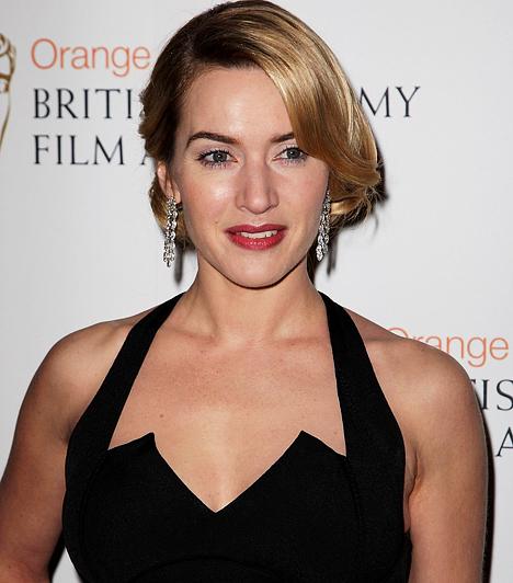 Kate Winslet Katherine Elizabeth Winslet Angliában született 1975-ben, de Amerikában futott be fényes karriert. A Titanic című film női főszerepét 22 évesen játszotta el, és ennek köszönhetően a csúcson találta magát. Azóta a művészfilmeket választotta a szuperprodukciók helyett.Kapcsolódó hír:Sosem látott fotók a tini Kate Winsletről »