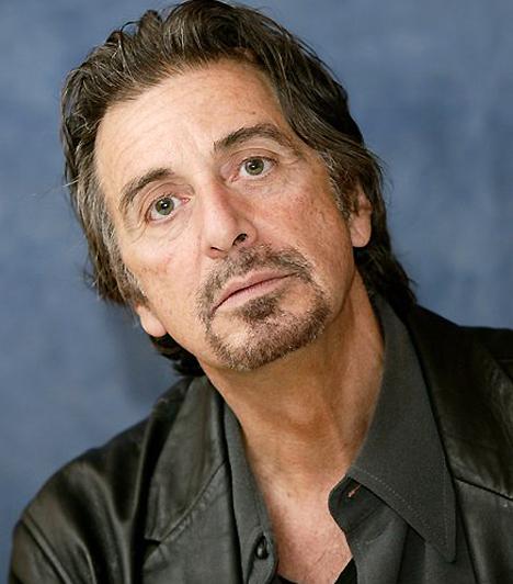 Al Pacino 1940 áprilisában született Bronxban. A hetvenes években olyan elsőrangú alkotásokban szerepelt, mint a Serpico, és teljesítményéről a kritikusok is elismerően nyilatkoztak. A nyolcvanas években a felejthetetlen A sebhelyesarcú című film főszerepére kérték fel, melyben egy kubai bevándorlót alakított. Kapcsolódó galéria: Al Pacino élete képekben »