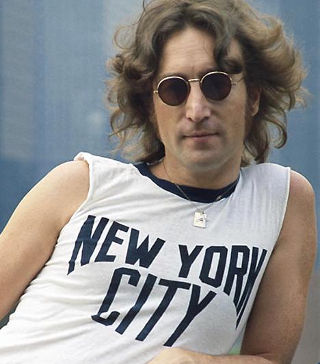 John Lennon A felejthetetlen művész 1940. október 9-én látta meg a napvilágot. A 20. század egyik legnagyobb hatású zenésze nem csupán szerzeményeiről volt híres: a vietnami háború egyik legnagyobb ellenzője volt. 1980-ban gyilkolta meg Mark David Chapman - tettét sokan politikai összeesküvésként értelmezték.  Kapcsolódó hír: John Lennon utolsó fotója »