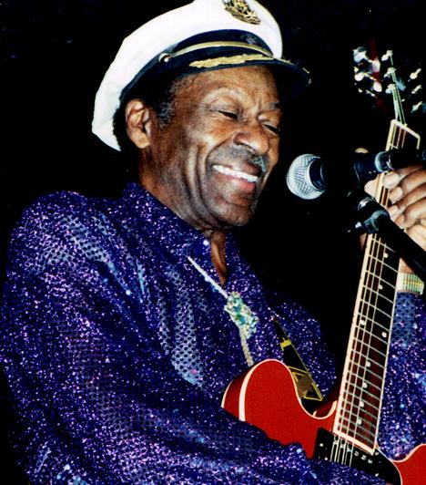 Chuck Berry 1926-ban született Missouriban. A rock 'n' roll kirobbanása sztárrá emelte: megőrült érte a közönség, lemezeit milliók vették. Nagy hatást gyakorolt az utána következő nemzedékekre: többen utánozták, például Angus Young az AC/DC, és Keith Richards a Rolling Stones gitárosa is.